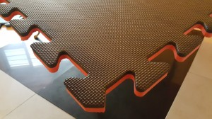 Reversible Red and Black 20 mm Safety Mats